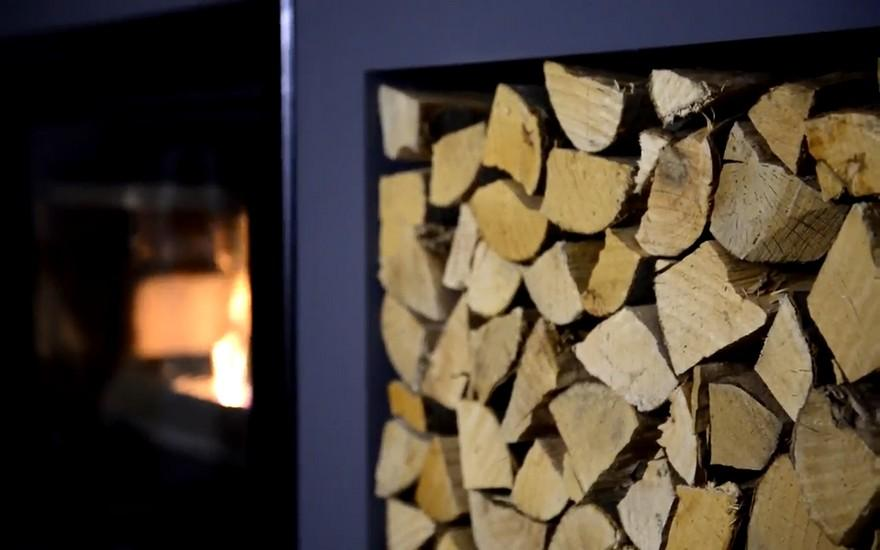 Який тип деревини обрати для каміна?